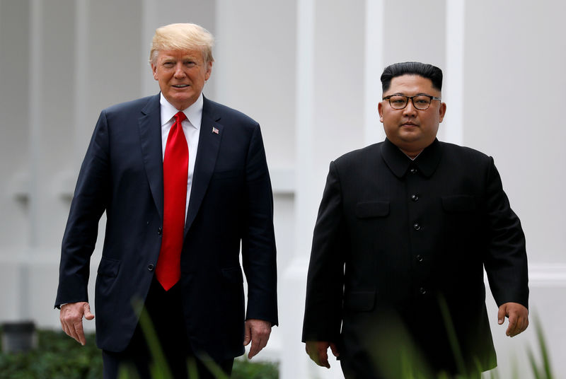© Reuters. FILE PHOTO: U.S. President Donald Trump and North Korean leader Kim Jong Un walk after lunch at the Capella Hotel on Sentosa island in Singapore