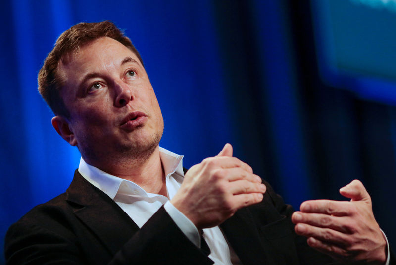 © Reuters. Tesla and SpaceX CEO Musk speaks in a