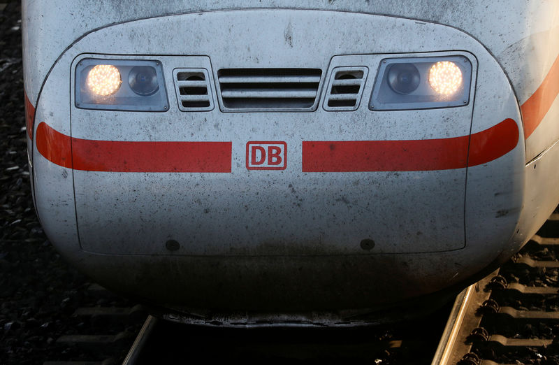 © Reuters. FILE PHOTO: The front of a German railway Deutsche Bahn AG ICE high speed train is seen at the train station in Hanau