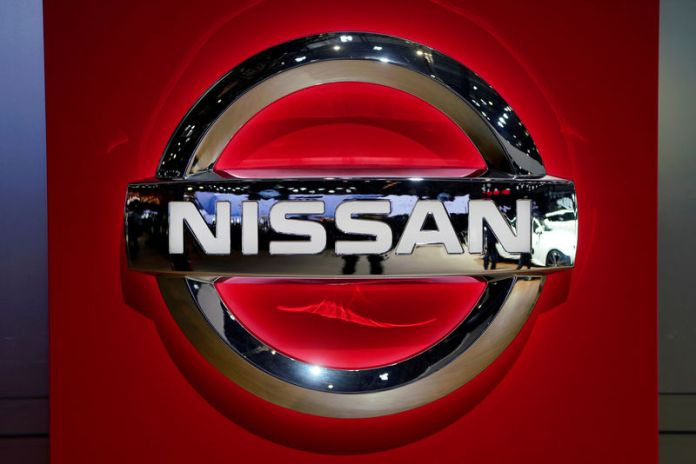 © Reuters. FILE PHOTO: Nissan logo is pictured during the media day for the Shanghai auto show