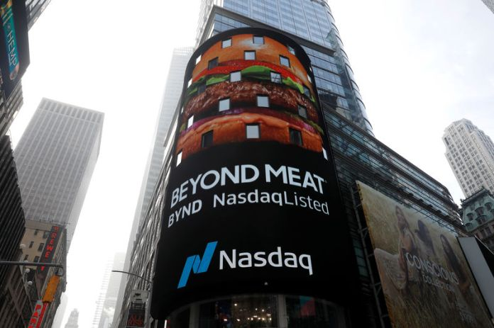 © Reuters. Digital display shows Beyond Meat (BYND) listed on the NASDAQ stock exchange during the company's IPO in New York