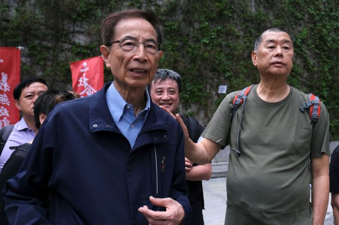 © Reuters. FILE PHOTO - Hong Kong politician Martin Lee and Founder of Next Media Jimmy Lai march during a protest to demand authorities scrap a proposed extradition bill with China, in Hong Kong