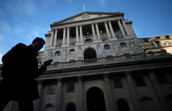 © Reuters. FILE PHOTO: A man walks past the Bank of England in the City of London