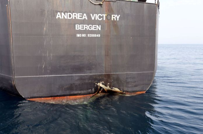 © Reuters. FILE PHOTO: The damaged tanker Andrea Victory is seen off the Port of Fujairah