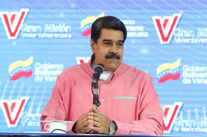 © Reuters. Venezuela's President Nicolas Maduro takes part in a broadcast regarding the government housing programs in Caracas