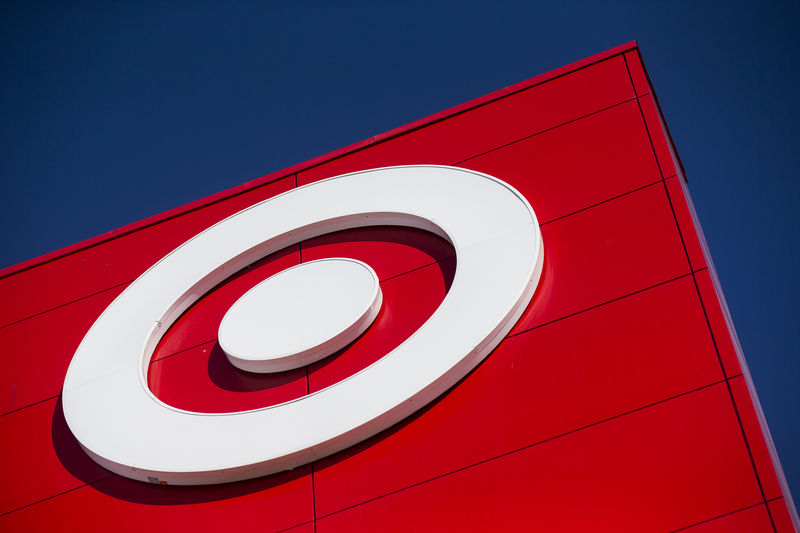 © Reuters. A Target logo is seen during the going-out-of-business sale at Target Canada in Toronto