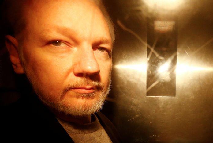 © -. FILE PHOTO: WikiLeaks founder Julian Assange leaves Southwark Crown Court after being sentenced in London