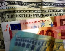 Dollar on back foot over expectations a Fed rate cut is coming By Reuters