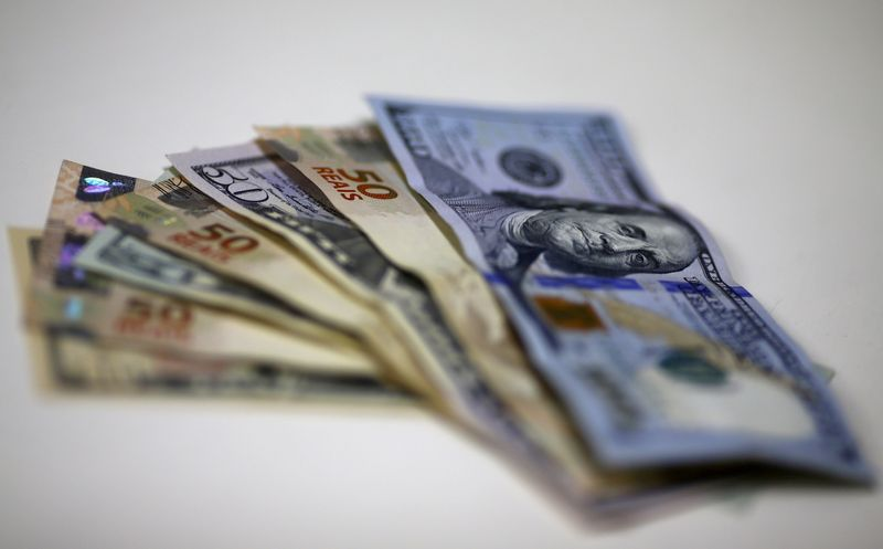 Before Ptax, dollar drops to R$5.11 with positive exterior and better local data