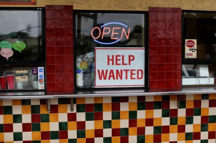 Amid COVID surge, states that cut benefits still see no hiring boost