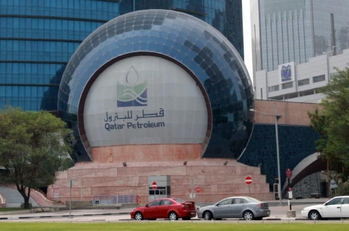EXCLUSIVE-Big energy firms bid for Qatar LNG project despite low revenues
