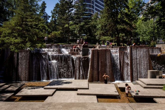 Pacific Northwest cities grind to a halt in record heat
