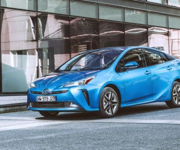 Toyota Prius 2019 после фейслифтинга похорошела и поумнела