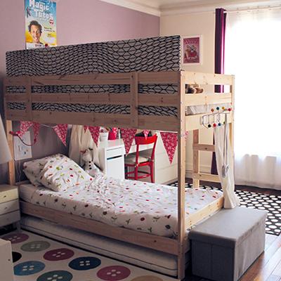 chambre pour 2 enfants avec un lit