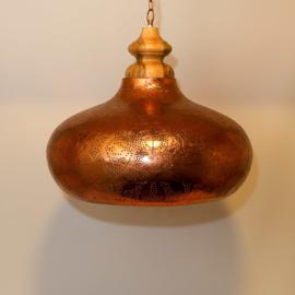 India-hanglamp-vintage-koper-met-massief-houten-bovenkant-te-koop-bij-winkel-Indistrieel-in-Middelburg