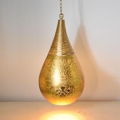 Indiase-hanglamp-filigrain-druppel-met-draadwerk-kleur-buitenkant-binnenkant-goudkleurig-te-koop-bij-winkel-Indistrieel-in-Middelburg.jpg