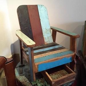 kinderstoel-loungestoel-sloophout-recycled-hout-te-koop-bij-Indistrieel-in-Middelburg.