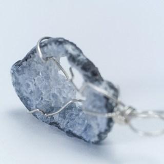 断捨離もミニマリストもいいけど、この時代にはどうやら「石」が必要らしい。