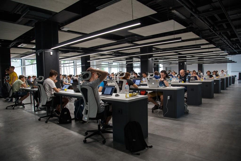 De la cultura del 996 de las startups chinas a los programadores workaholic