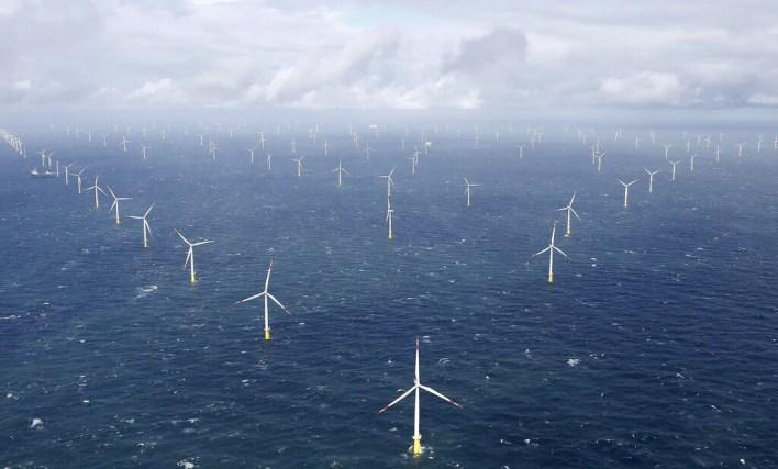 La apuesta del Reino Unido por la energía eólica marina es brutal: todos los hogares británicos dependerán de ella en 2030