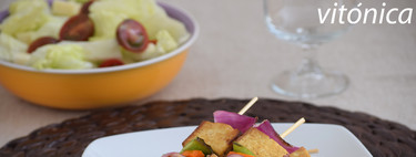 Pinchos de tofu marinado y verduras a la plancha: receta saludable