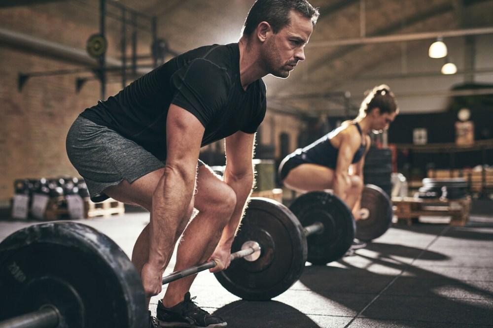 Los siete ejercicios que no pueden faltarte cuando empiezas a entrenar en el gimnasio