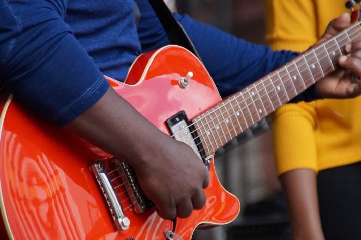 Guitar 1573047 1920