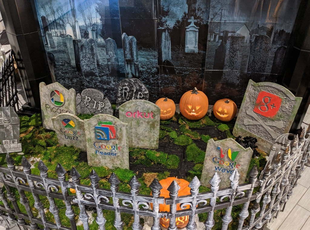 Google se prepara para Halloween con un cementerio de los productos que ha