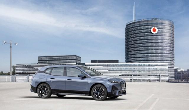 Vodafone lleva el 5G al auto por 5 euros(EUR) al mes: Vodafone℗ OneNumber Car se estrenará en el BMW(automóvil) iX