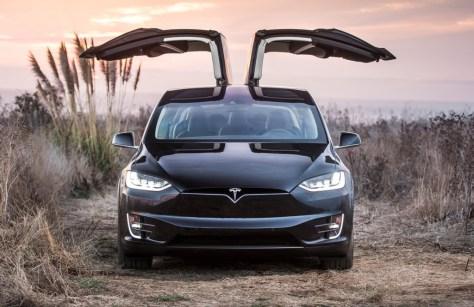 Tesla llama a revisión 2.700 Model X