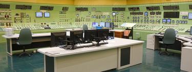 Esta es la sala de control de una central nuclear por dentro y así es como los operadores mantienen la fisión nuclear bajo control