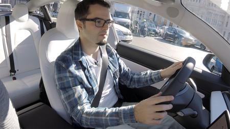 Cesar Conduciendo Tesla Model 3