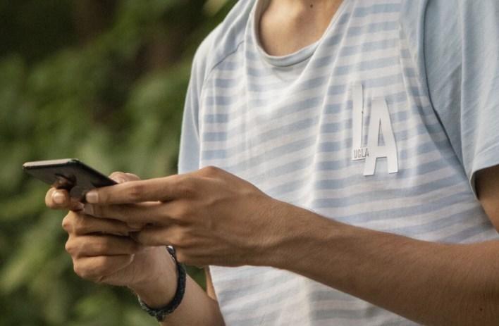 En India, si te retrasas con los pagos de préstamos, el smartphone puede comenzar a bloquear funciones hasta dejar de ser usable