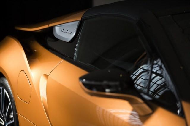 BMW i8 Roadster logo