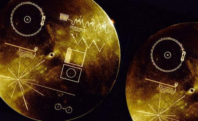 Permalink to No hemos mandado un mensaje al espacio, hemos mandado un sudoku: revisitando los 'confusos' discos de las Voyager 42 años después
