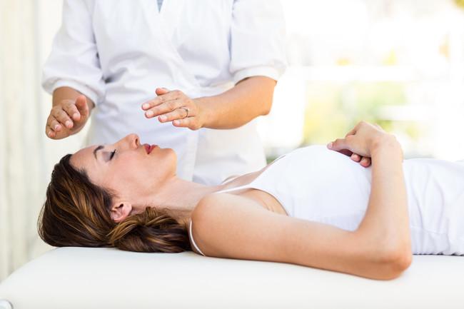mujer-reiki-pseudoterapia