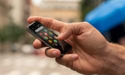 """La legendaria Palm renace con un """"miniteléfono"""" Android y con el apoyo del jugador de la NBA Stephen Curry"""