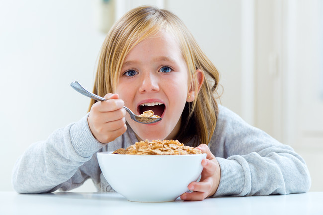 Nina Desayunando