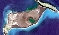 Esta isla nació en el Pacífico en 2015 y se niega a morir. Ahora somos testigos de su fascinante transformación