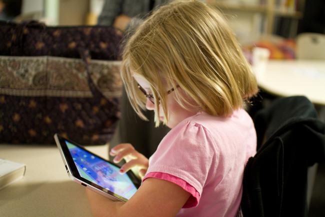 niña-con-tablet