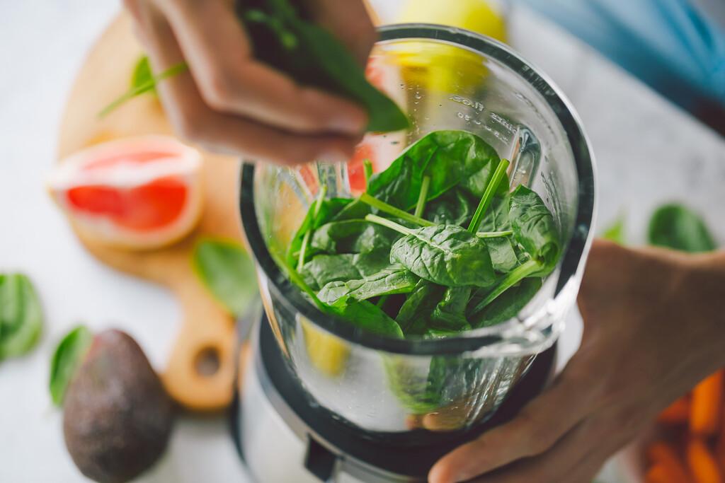 La dieta Sirtfood para perder peso a examen: qué es, cómo se hace y ¿es segura?