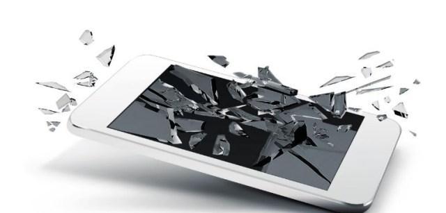 Yoigo presenta su renovado seguro para móviles, que recubre desde robos a roturas y que incluye celular de sustitución