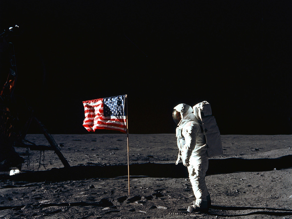 EEUU ordena (otra vez) a la NASA que envíe astronautas a la Luna y ahora hasta le ponen fecha límite: 2024