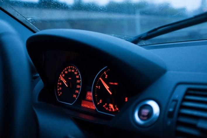 Sistema ISA: así funciona el nuevo asistente obligatorio de la DGT para respetar los límites de velocidad