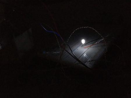 """En vez de luz, oscuridad: esta """"placa solar inversa"""" es menos efectiva que las tradicionales, pero a cambio funciona por la noche"""