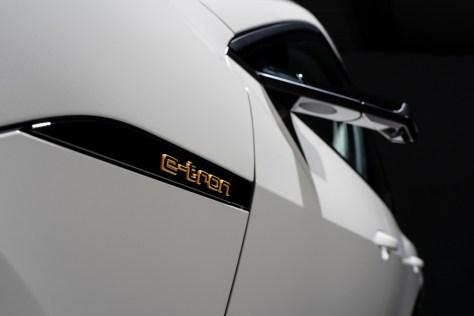 Audi: de los espejos a los retrovisores virtuales con cámara y pantallas OLED. ¿Hablamos de progreso?