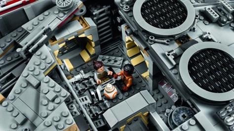 Millennium Falcon Lego 4