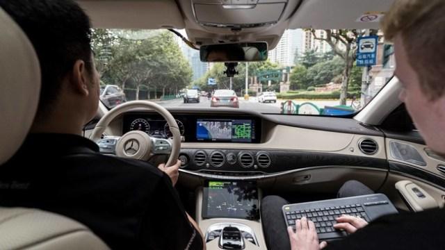 Mercedes-Benz ya encara su Clase S autónomo a los desafíos del tráfico en China