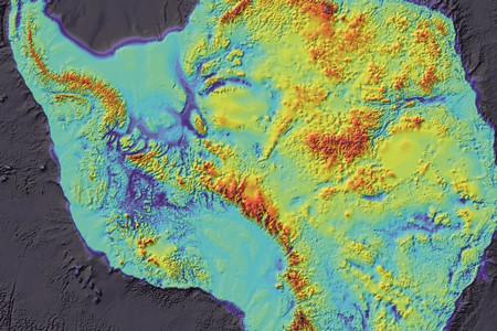 Qué hay debajo de la Antártida y de Groenlandia: así quedarán sus mapas cuando se derrita el hielo
