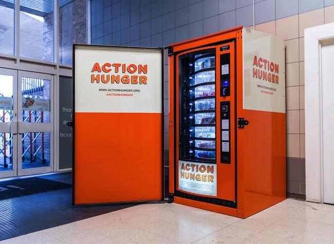 Permalink to Esta máquina expendedora es gratuita y ha sido creada para personas sin hogar